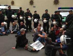 Elf AktivistInnen bleiben weiterhin sitzen