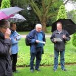 5 - Michael Niggemann (VVN-BdA) erinnert am Ehrenrundplatz an die ermordeten Widerstandskämpfer.