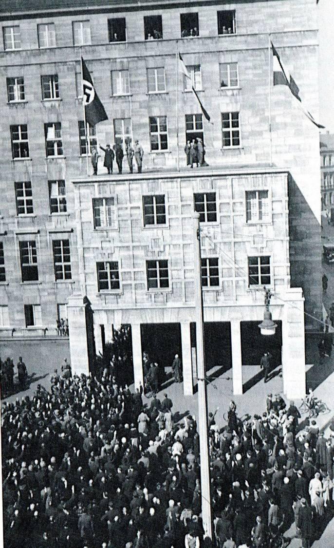 6-In der Nacht vom 11. auf den 12. März stürmten die Nazis das Bochumer Rathaus und übernahmen die Macht.