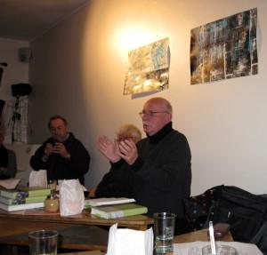 Dr. Hubert Schneider bei der Vorlesung