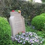 8-Am Grab von Fritz Husemann erinnert der Bochumer SPD-Vorsitzende Thomas Eiskirch an den Sozialdemokraten und Gewerkschaftsführer.
