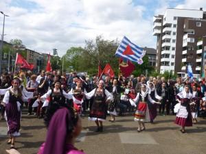 Mit Sirtaki-Tänzen endete die Kundgebung