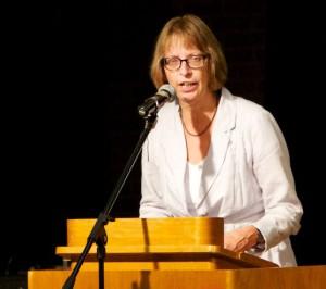Dorothea Schäfer bei ihrer Rede am Antikriegstag 2015