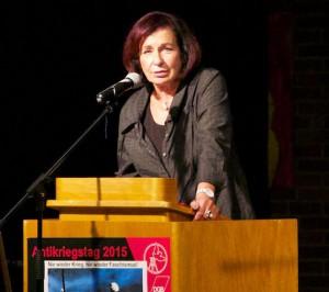 Eva Kerkemeier bei ihrer Rede zum Antikriegstag