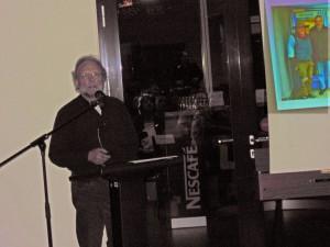 Michael Niggemann präsentiert den Stolperstein