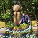 Der Vorsitzende der VVN-BdA Bochum Günter Gleising am Denkmal in Bochum-Werne