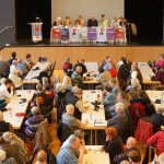 3-Abendveranstaltung der FIR am 30.5. - Das Thema: Rechtspopulismus in  Europa. (Die Bochumer Delegierten sind oben links (nahe dem Podium) auf dem Foto.