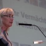 4-Cornelia Kerth trägt den Rechenschaftsbericht vor