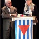5-Cornelia Kerth beglückwünscht den neuen Ehrenvositzenden Heinrich Fink