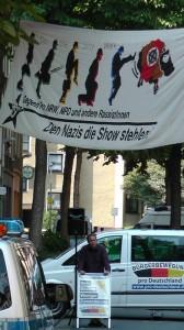 Den Nazis die Show stehlen!