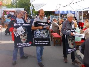 Plakat-Aktion gegen den Namen Moltkemarkt