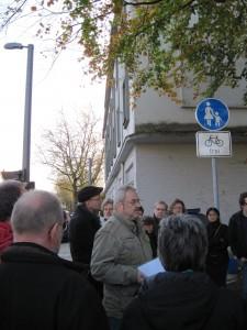 TeilnehmerInnen vor dem ehemaligen Gewerkschaftshaus