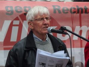 Wolfgang Dominik spricht auf der Demo
